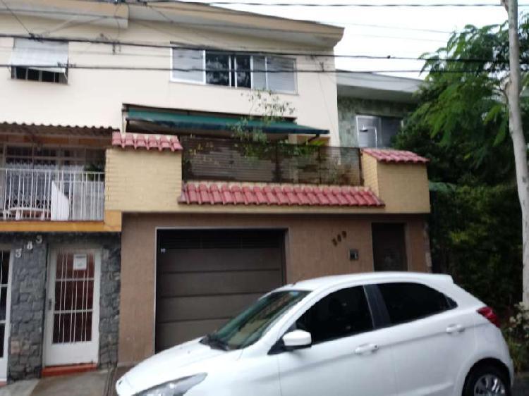 Sobrado com 5 Quartos à Venda, 271 m² por R$ 1.700.000