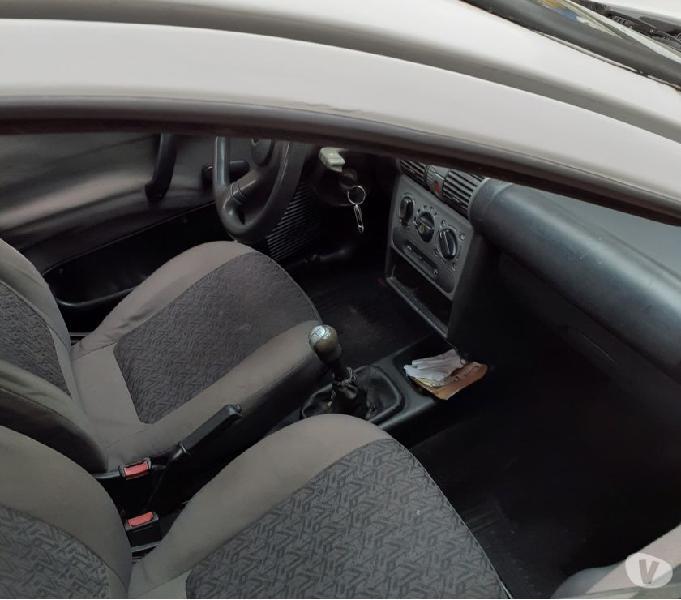 Vendo ou troco corsa sedan 1.0 8v com ar condicionado no gnv