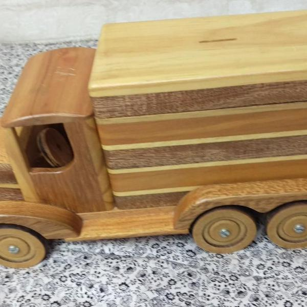 caminhão de colecionador na madeira (cofre)