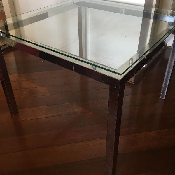 mesa de jantar de vidro com 4 cadeiras