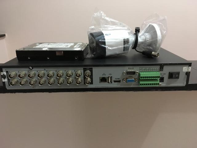 DVR Intelbras com câmera e HD