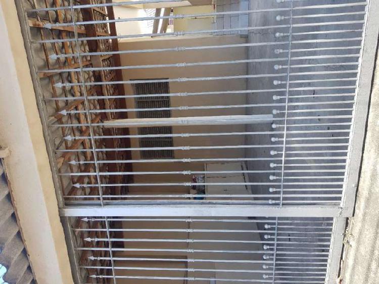 Prédio Residencial com 2 Quartos para Alugar, 75 m² por R$