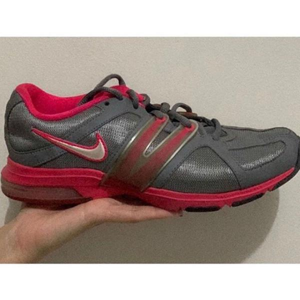 tênis feminino da nike rosa com cinza