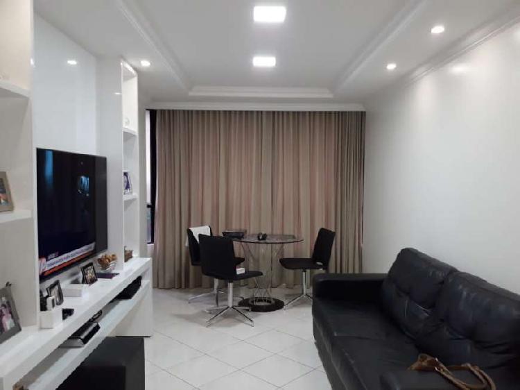 Apartamento com 2 Quartos à Venda, 73 m² por R$ 430.000