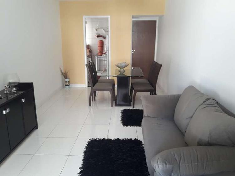 Apartamento com 2 Quartos à Venda, 75 m² por R$ 235.000