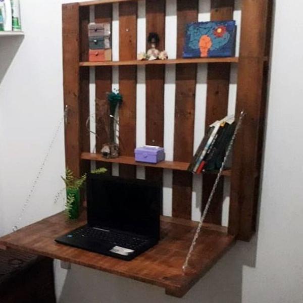 escrivaninha de parede em pallet