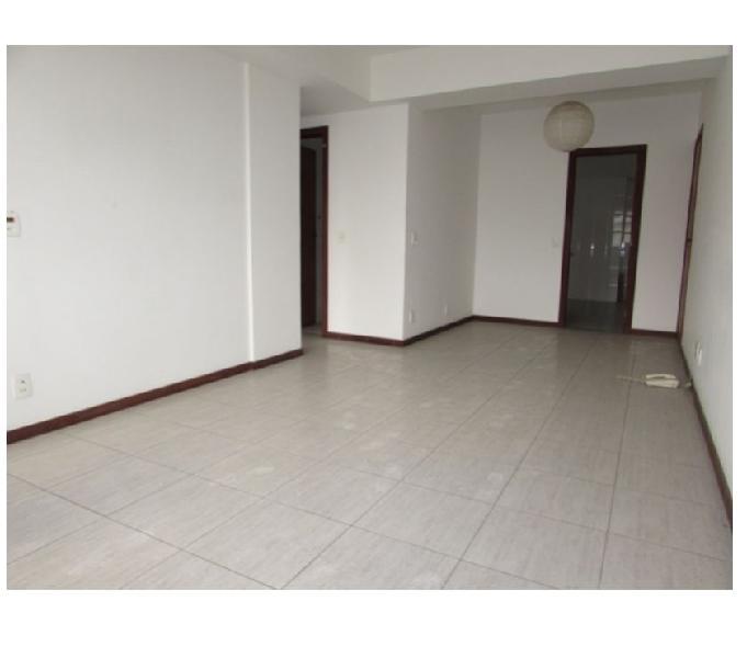 Lindo apartamento de 2 quartos com ótima localização !