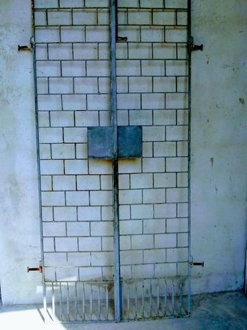 Portão de ferro tipo tijolinho 2,10 x 97 cm