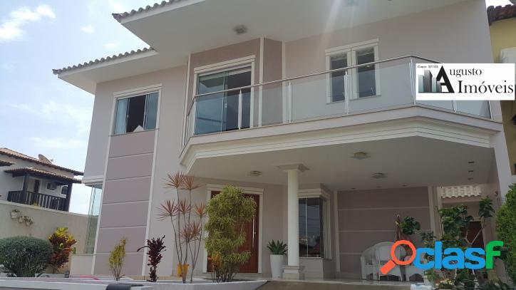 Casa de alto padrão em condomínio, com 4 quartos sendo 3