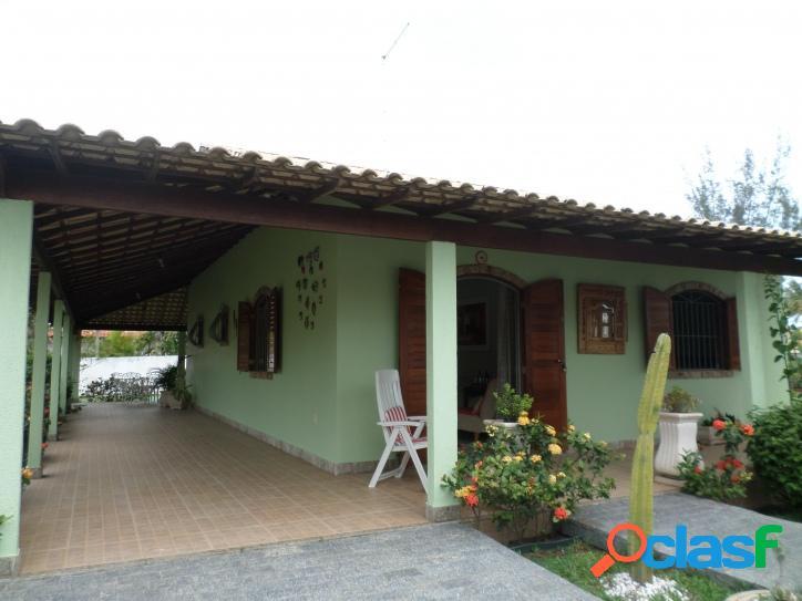 Casa no centro de Praia Seca com 3 quartos e 2 terrenos.