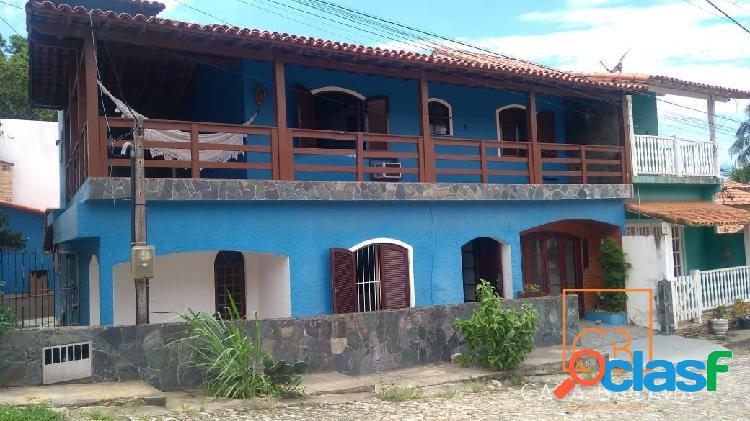 Excelente casa com 3 quartos sendo 1 suíte na Ponta da