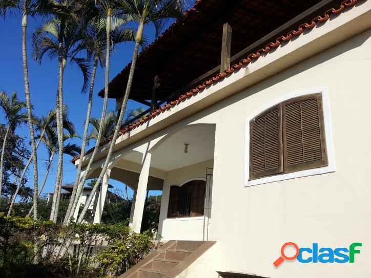 Ótima casa de 4 quartos sendo 1 suíte com varanda e vista