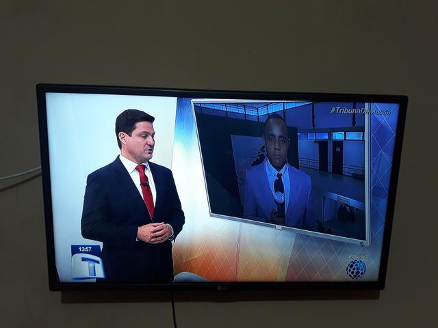 """Tv LG 32"""" Polegadas De Led com conversor digital integrado"""
