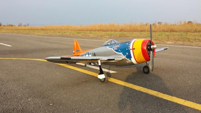 Aeromodelo Top Flite Giant P-47 Gas ARF 85""