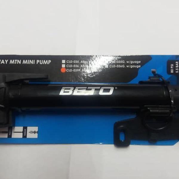 bomba de ar mini pump beto c/ bico duplo c/ suporte.