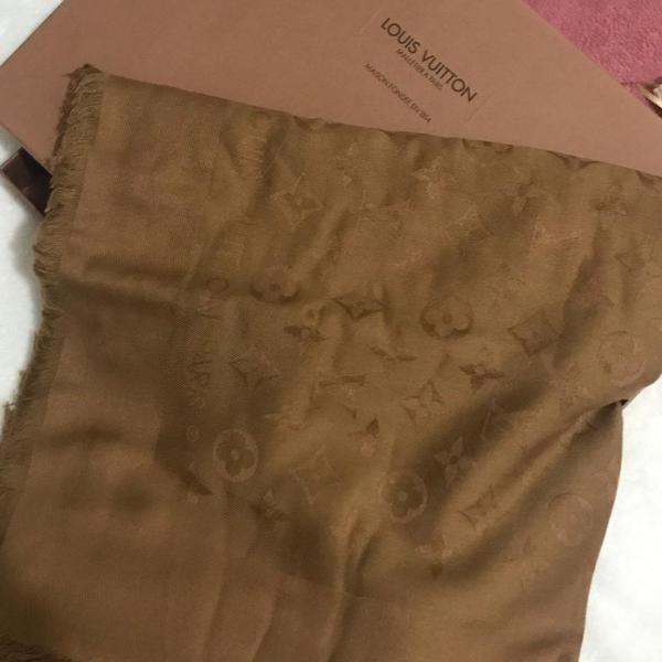 lenço louis vuitton original na caixa marrom nunca usado
