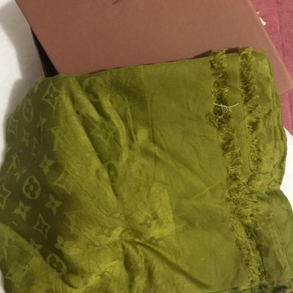 lenço louis vuitton verde original na caixa nunca usado