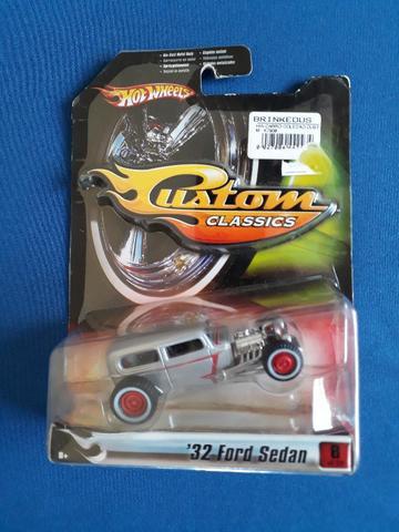 Miniatura Hot Wheels Custom Classics '32 Ford Sedan - 1/50