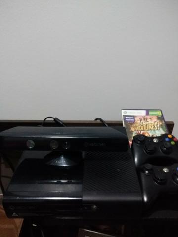 Xbox 360 Slim Bloqueado, Kinect, 2 Controles