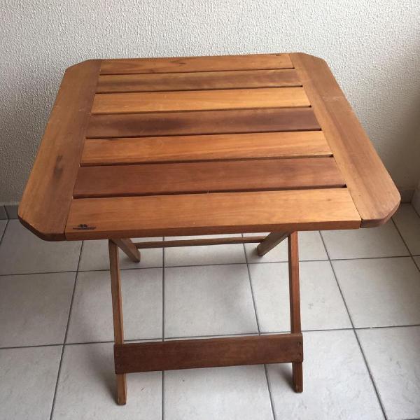Conjunto de mesa e 6 cadeiras em madeira