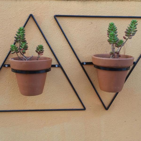 duas floreiras triângulo de parede