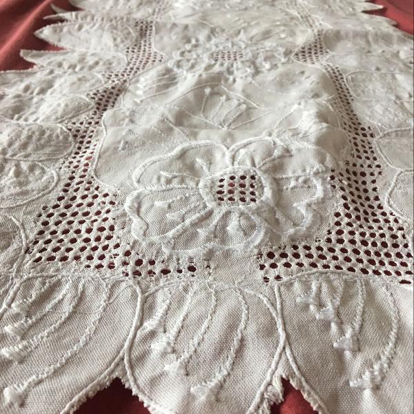 toalha branca de mesa - bordadissima