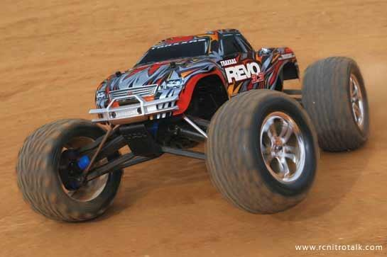 Automodelo Traxxas Revo 3.3 4wd 1/10 Monster Truck 2,4 Ghz