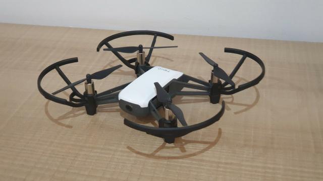 Drone DJI Tello com câmera embutida (Parcelamento)
