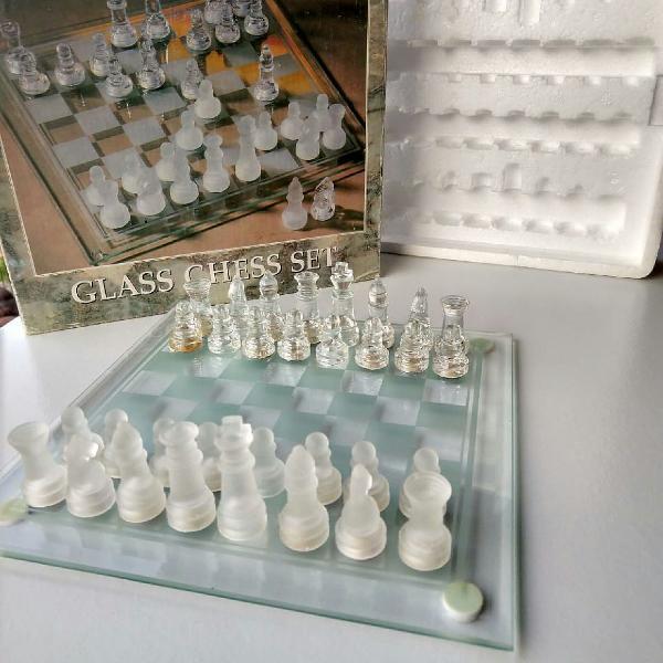 Jogo de xadrez em vidro