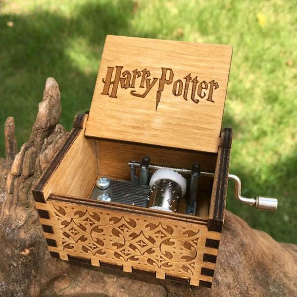 caixinha de musica harry potter esculpida em madeira- pronta