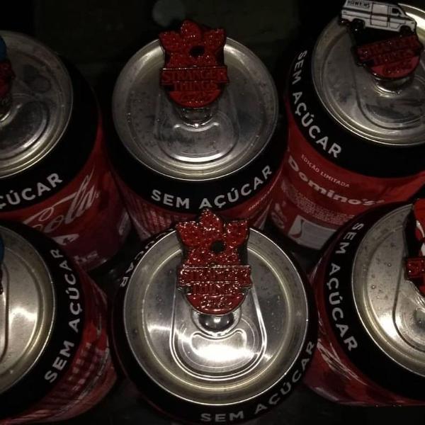 pin tab coca cola stranger things dustin e demogorgon