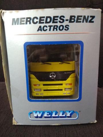 Miniatura Caminhão Mercedes-Benz Actros