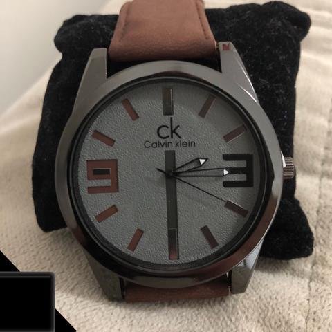 Sempre um lindo relógio em promoção a pronta entrega em