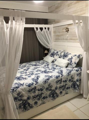 Cama casal com cortinas