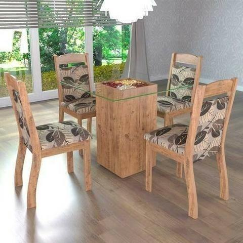 Conjunto Sala de Jantar Mesa com 4 Cadeiras e Tampo Em Vidro