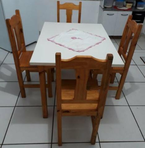 Mesa 4 cadeira madeira conservada entrego