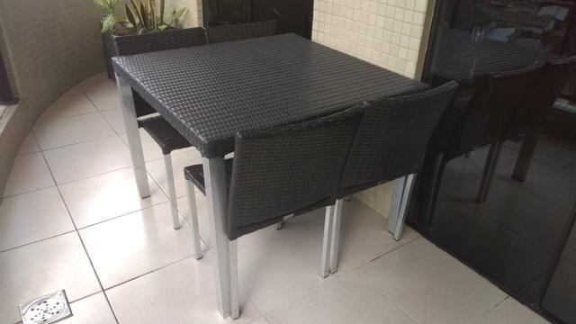 Mesa de jantar em fibra sintética