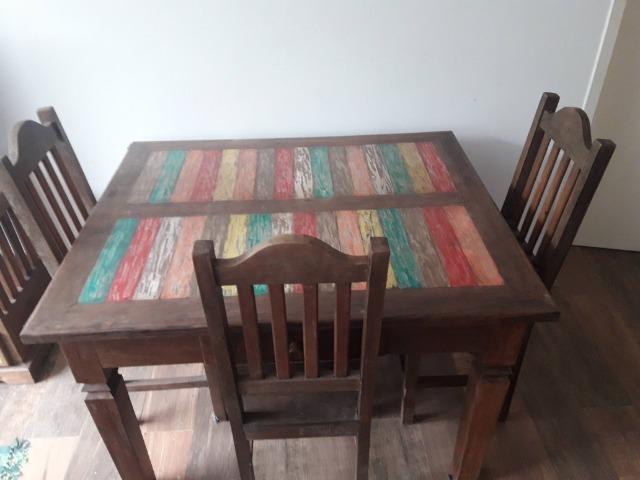 Mesa em Madeira de Demolição com Pátina Colorida