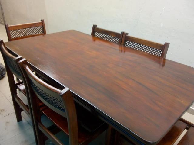 Mesa linda de madeira maciça com 6 cadeiras sem avarias