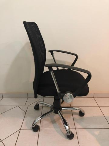 Vendo cadeira giratória de escritório/estudos semi nova,