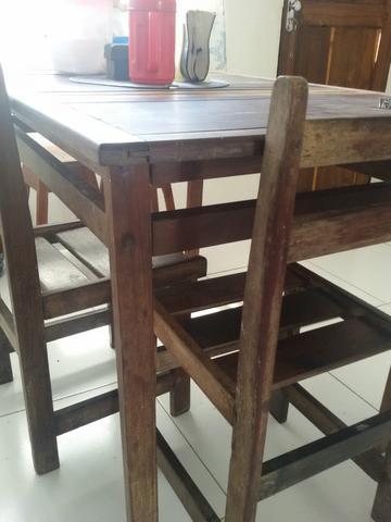 Vendo mesa madeira de lei