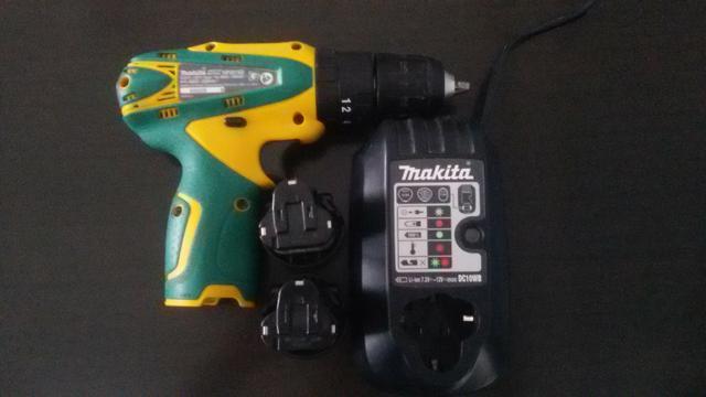 Furadeira / Parafusadeira Makita com duas baterias