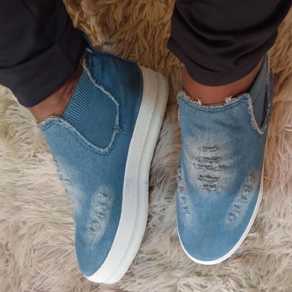 Tênis sola alta em Jeans