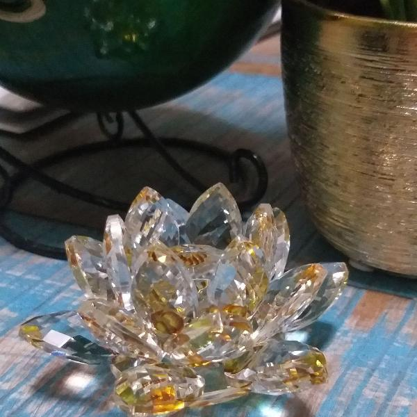 Flor de Lótus amarela em cristal