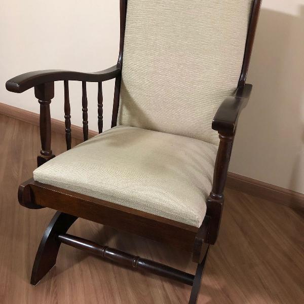 cadeira de balanço retrô em madeira tecido chenile usada