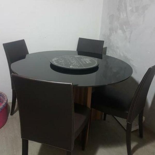 linda mesa redonda com 4 cadeiras