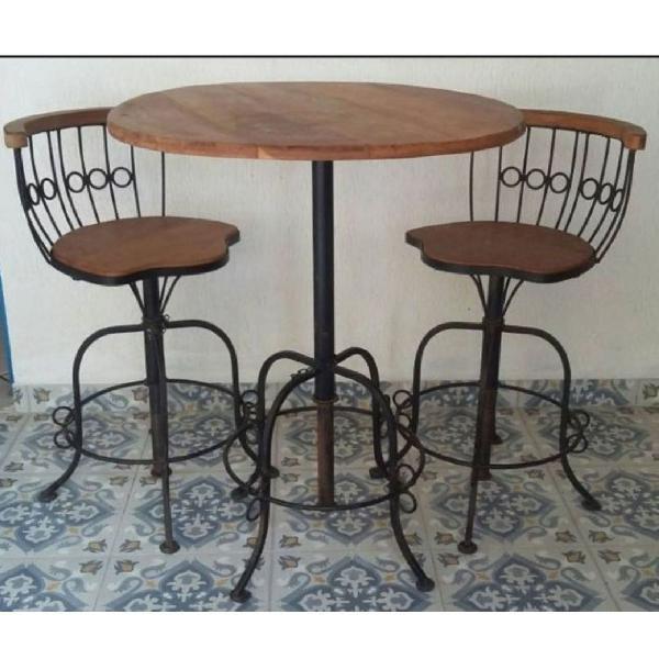 mesa bistro com duas cadeiras altas