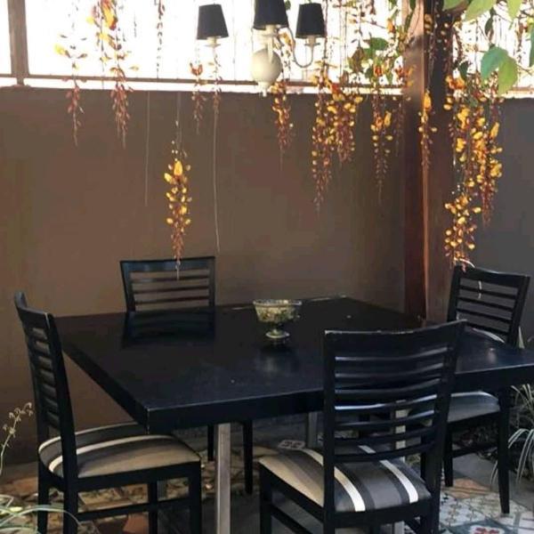 sala de jantar 1,40x1,40m com 4 cadeiras