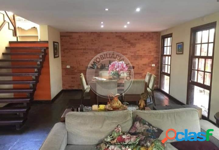 Casa duplex 356m², 4 quartos, Rua Odilon Martins de Andrade