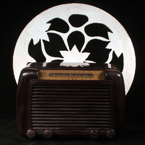 rádio em baquelite valvulado da década de 1940 - no